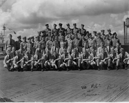 VB PILOTS AND CREWMEN - PEARL HARBOR 1945
